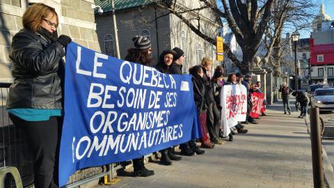 Le 29 avril dernier, les militantes et les militants des groupes communautaires de Québec et leurs alliés ont bloqué le Ministère des finances pour dénoncer les conséquences des politiques d'austérité du gouvernement libéral.