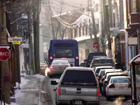 Le remplacement des autobus actuels par des véhicules articulés à partir de 2016 sur le parcours 7 aura comme effet de rendre impossible la portion du trajet qui passe actuellement sur la rue d'Aiguillon.