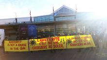 Une centaine de membres des groupes communautaires de la région ont envahi le stationnement du Terminal de croisière de Québec  le jeudi 30 septembre aux petites heures du matin pour protester contre l'austérité et l'évasion fiscale.